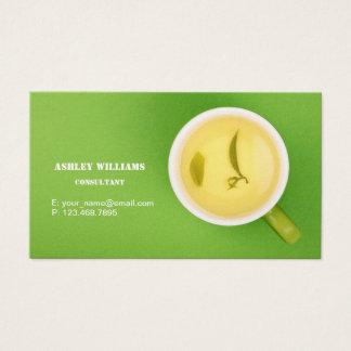 Cartão de visita das hortaliças com o copo do chá