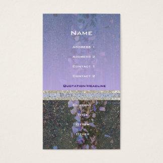 Cartão de visita do roxo do pavimento das pétalas