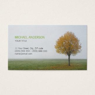 Cartão de visita dourado da árvore do outono da