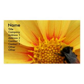 Cartão de visita floral da foto da abelha de Buzzy