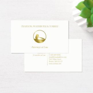 Cartão De Visitas Advogado dourado do ícone do Gavel na lei