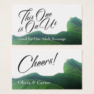 Cartão De Visitas Bilhetes da bebida com as folhas verdes tropicais