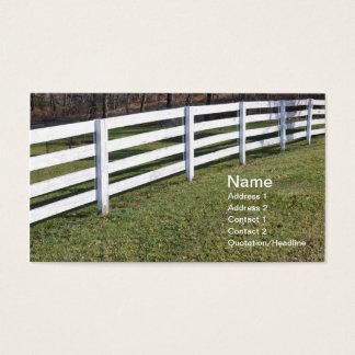 Cartão De Visitas cargo e cerca de trilho de madeira brancos longos