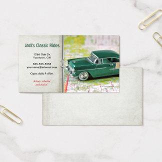 Cartão De Visitas carro verde retro no mapa