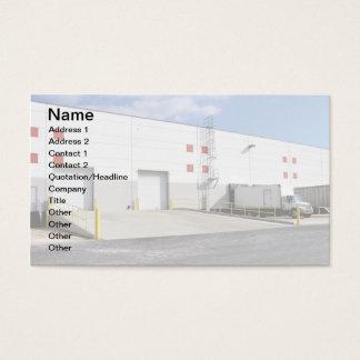 Cartão De Visitas docas do transporte por um armazém