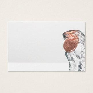 Cartão De Visitas Invente o respingo na água em um fundo branco