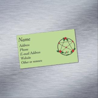 Cartão De Visitas Magnético Pentacle das videiras e das rosas vermelhas