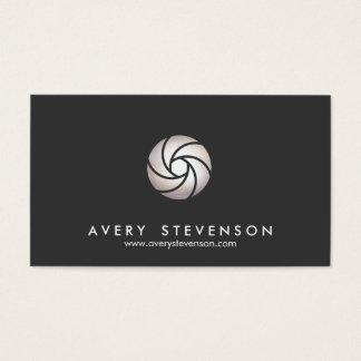 Cartão De Visitas Preto simples do logotipo da lente do obturador do