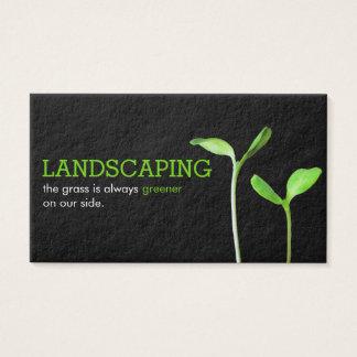 Cartão De Visitas Preto verde ajardinando dos sprouts do gramado de
