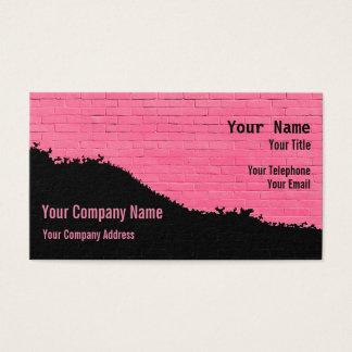 Cartão De Visitas Rosa e parede de tijolo pintada preto