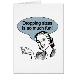 Cartão Deixar cair tamanhos é tanto divertimento