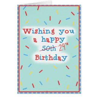 Cartão Desejando lhe um 50th feliz… 29o Aniversário