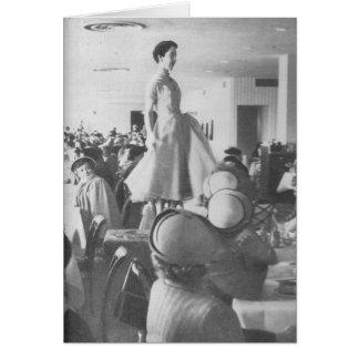 Cartão Desfile de moda na sala do chá