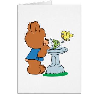 Cartão Design bonito do banho do urso e do pássaro