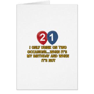 Cartão Design do aniversário das pessoas de 21 anos