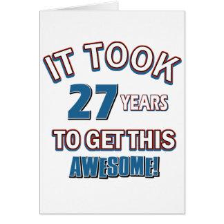 Cartão Design do aniversário das pessoas de 27 anos