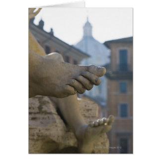 Cartão detalhe do fim-acima de pés scuptured no Fontana