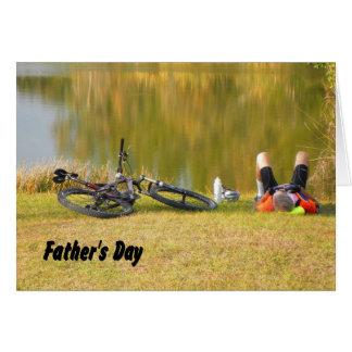 Cartão Dia dos pais para o cavaleiro da bicicleta