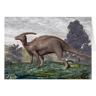 Cartão Dinossauro de Parasaurolophus entre árvores do
