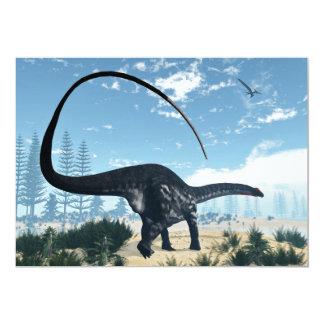 Cartão Dinossauro do Apatosaurus no deserto - 3D rendem