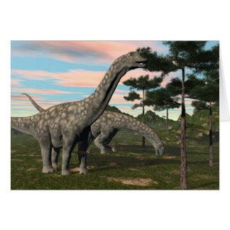 Cartão Dinossauro do Argentinosaurus que come a árvore -