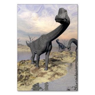 Cartão Dinossauros do Brachiosaurus perto da água - 3D