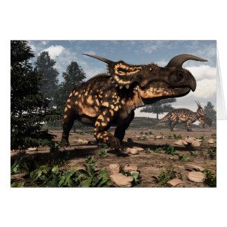 Cartão Dinossauros do Einiosaurus no deserto - 3D rendem
