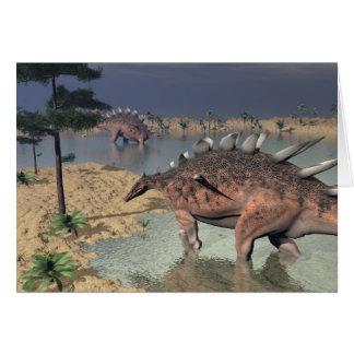 Cartão Dinossauros do Kentrosaurus no deserto - 3D rendem