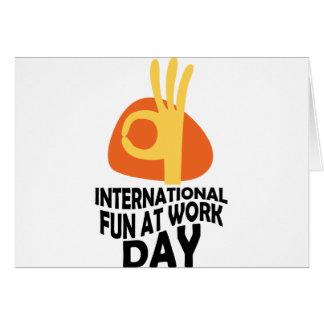 Cartão Divertimento internacional no dia do trabalho -