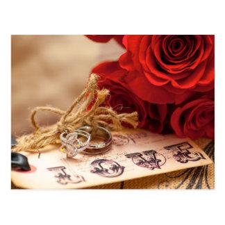 Cartão do anel da rosa vermelha