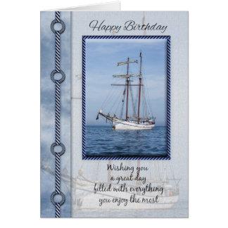 Cartão do aniversário do iate com iate misturado