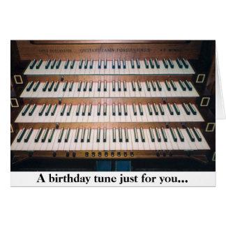 Cartão do aniversário do teclado do órgão do piano