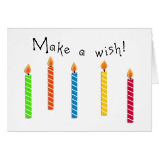 Cartão Do aniversário velas coloridas felizes do