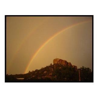 Cartão do arco-íris do dobro da rocha do castelo