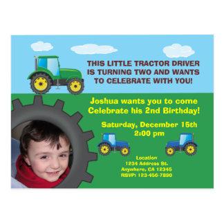 Cartão do convite de aniversário do trator cartão postal