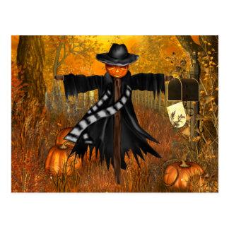 Cartão do Dia das Bruxas com espantalho assustador Cartão Postal