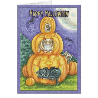 cartão do Dia das Bruxas com os gatos nas abóboras