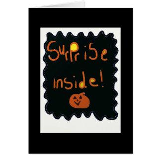 Cartão do Dia das Bruxas com uma surpresa para