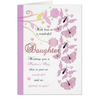 Cartão do dia das mães da filha com flores e mante