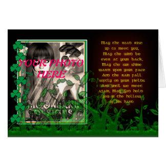 Cartão do dia de St Patrick com a foto irlandesa C