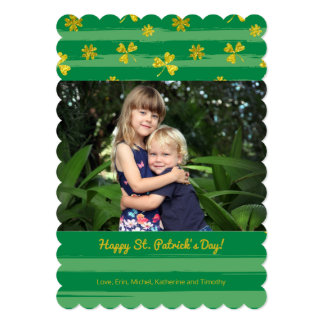 Cartão do dia de St Patrick da foto dos trevos do
