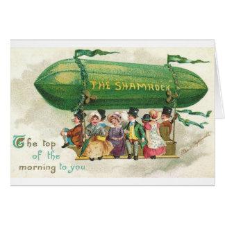 Cartão do dia de St Patrick do dirigível do trevo