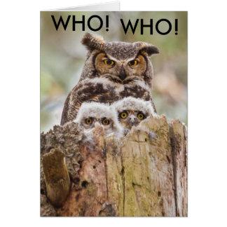 Cartão do dia dos pais das corujas de buzina