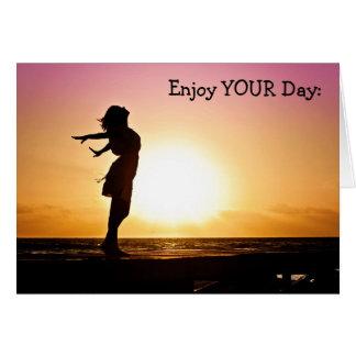 Cartão do feliz aniversario: Aprecie seu dia