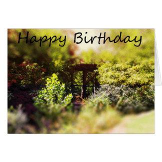 Cartão do feliz aniversario com entre cena da