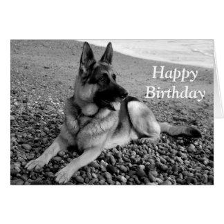 Cartão do feliz aniversario de cão de filhote de c