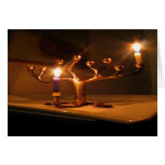 """Cartão do feriado de inverno: """"ilumine o menorah """""""