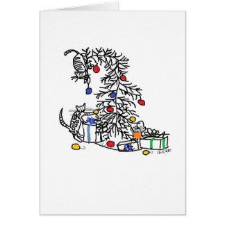 Cartão do feriado - gatinhos contra a árvore de