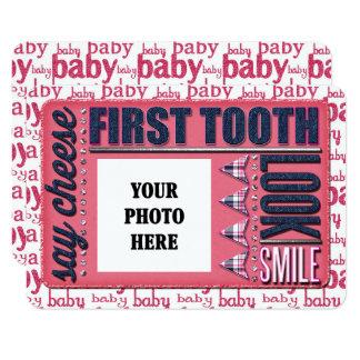 CARTÃO do JORNAL do dente do bebé primeiro
