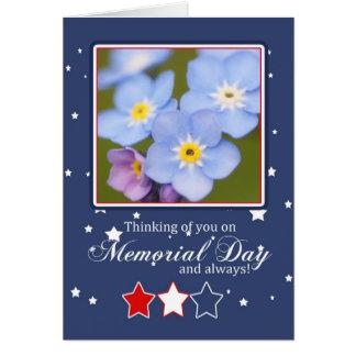 Cartão do Memorial Day com flores do miosótis